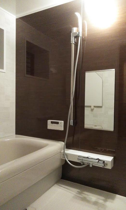 TOCLAS ヴィタールを施工させていただきました。<br /> 人造大理石の浴槽で、非常に手入れがし易いです。