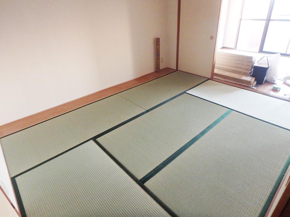 畳の表替え、クロス貼替施工しました。