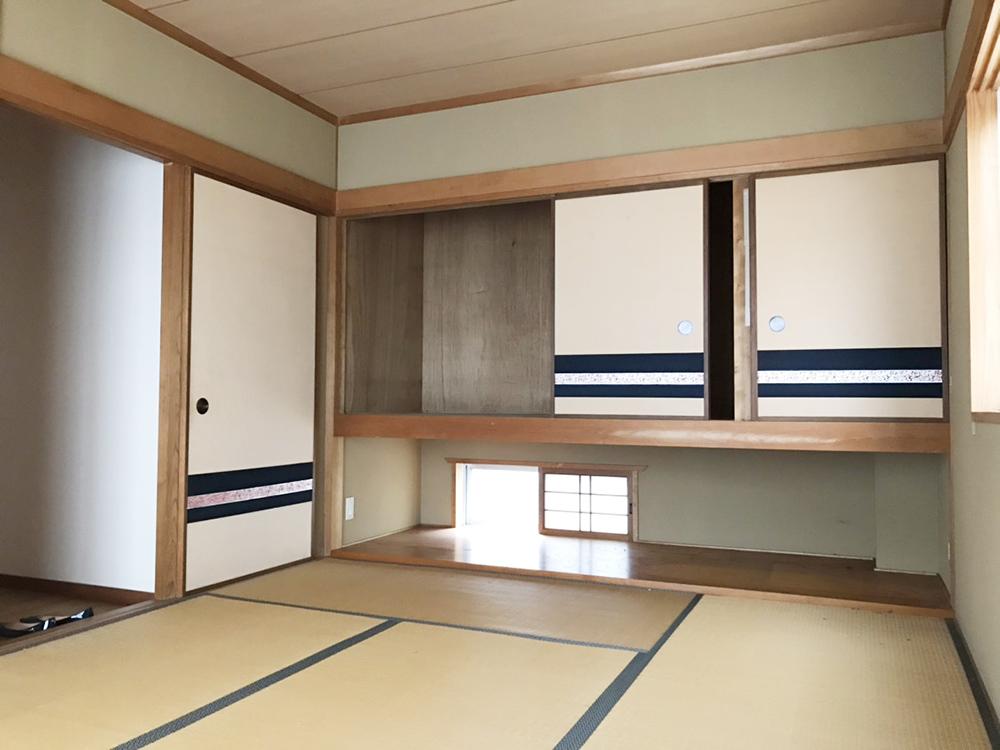 吊り押し入れのある2階和室。<br />