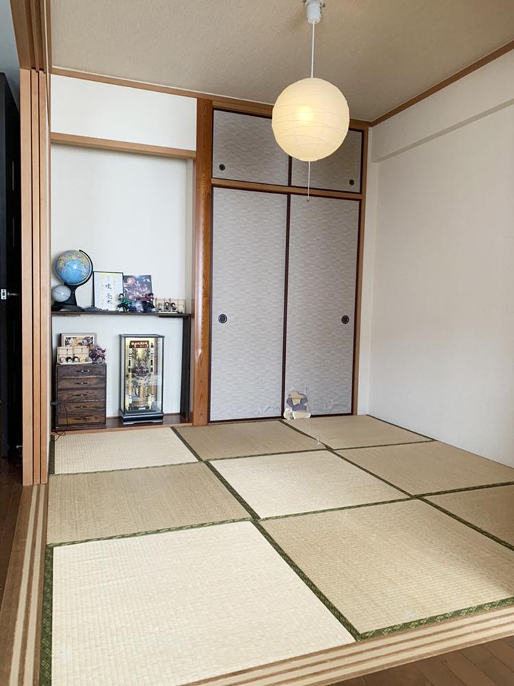 長年使用された畳や襖は、古くなっていました。