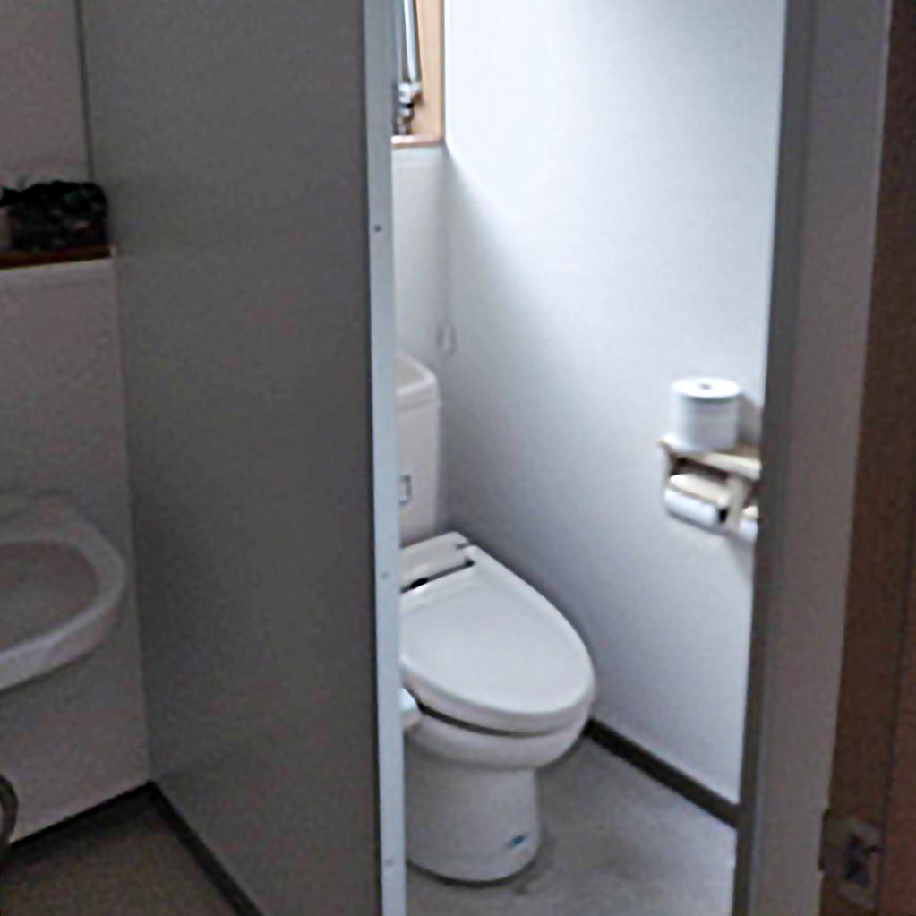 長く使われたリフォーム前のトイレです。