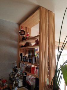 カウンターに作ってもらった飾り棚
