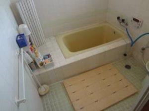 浴室が寒く、段差がある為
