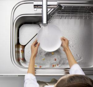 悩みはキッチンの排水の詰まりです!!