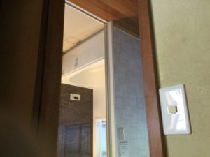 冬は暖房機で暖かい浴室に