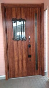 玄関ドアを気軽に1日でリフォーム!『カバー工法』